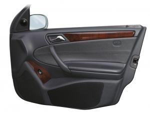 Mercedes C-Klasse W 203 Limousine / T-Modell Doorboards mit 3-Wege-Soundsystem